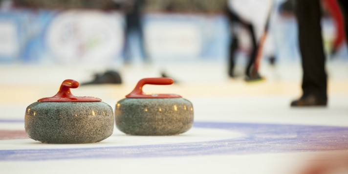 1920_171205-curling-rocks-banner